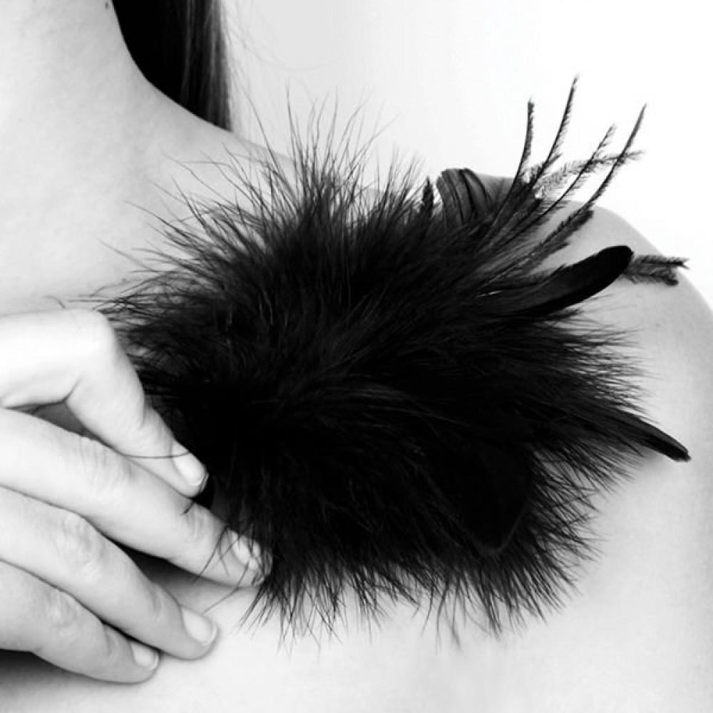 БДСМ плети, шлепалки, метелочки - Метелочка Bijoux Indiscrets Pom Pom - feather tickler 1