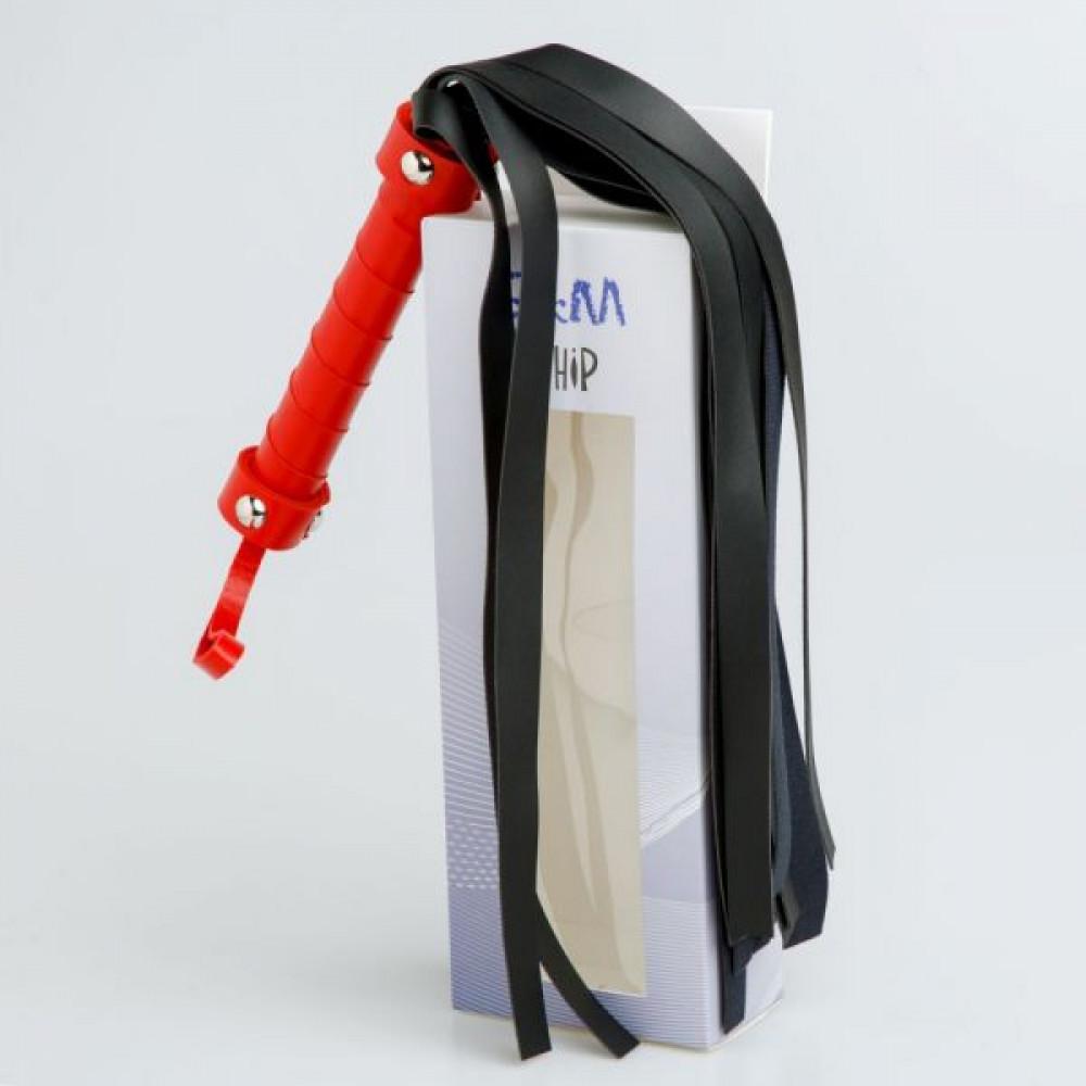 БДСМ плети, шлепалки, метелочки - F61426 Плетка из экокожи с красной рукояткой FLOGGER BLACK/RED 1