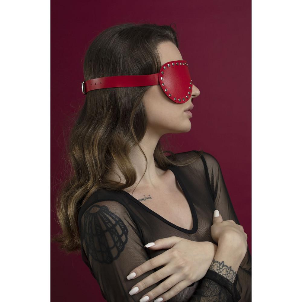 Маска для БДСМ - Маска закрытая с заклепками Feral Fillings - Blindfold Mask красная