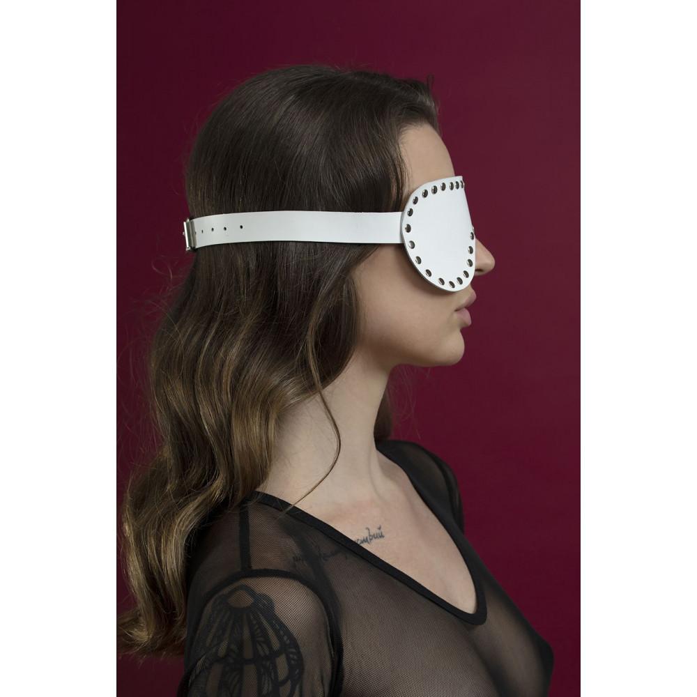 Маска для БДСМ - Маска закрытая с заклепками Feral Fillings - Blindfold Mask белая 1