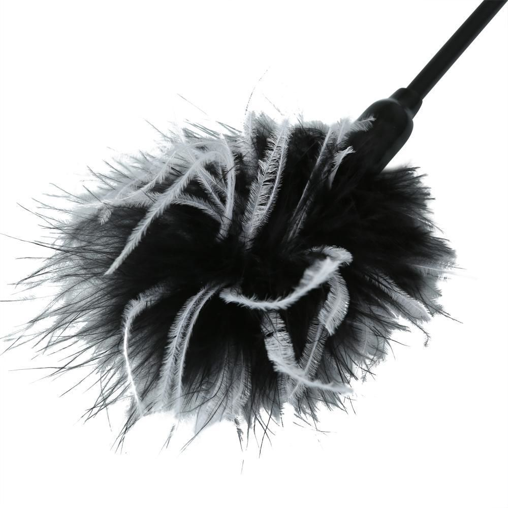 БДСМ плети, шлепалки, метелочки - Метелочка Sex And Mischief - Whip & Tickle Blck/White 1